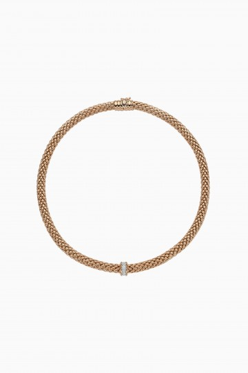 Necklace with diamond pavé
