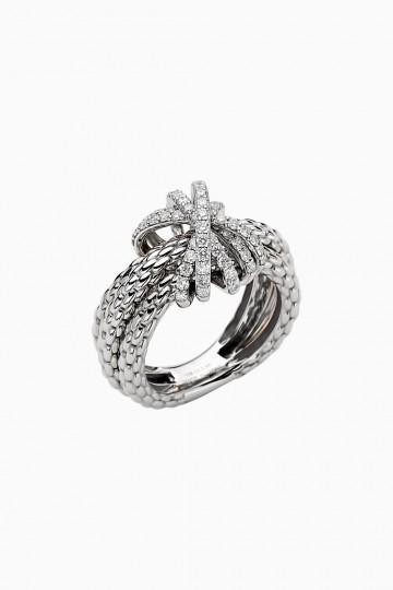 Ring with diamond pavé
